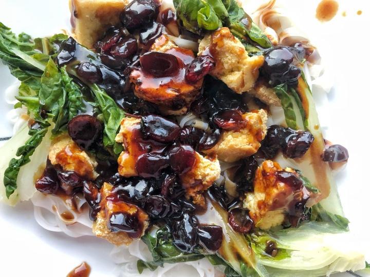 Tofu sauce asiatique aux cannebergesséchées