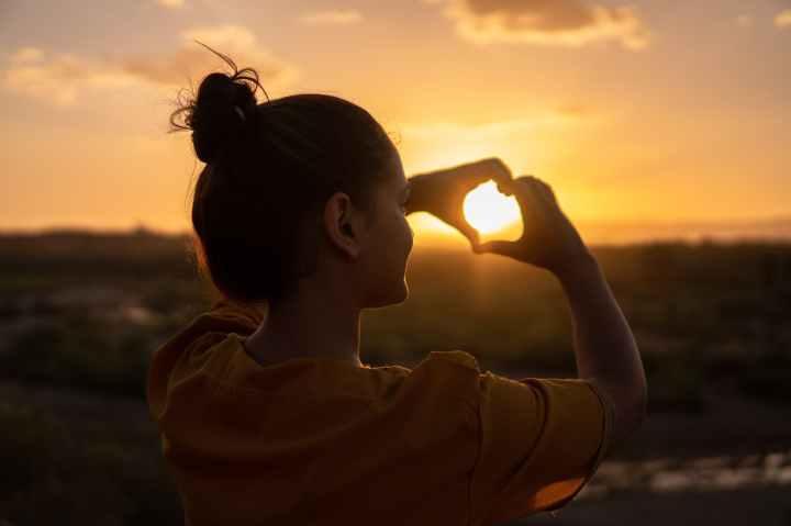 Apprendre à s'aimer soi-même pour être heureuse et vivre une vieépanouie